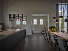 Oud-eiken-tafel-Stalen-onderstel-Pim